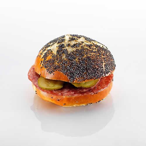 Mini-Sandwich: Mohn mit Salami